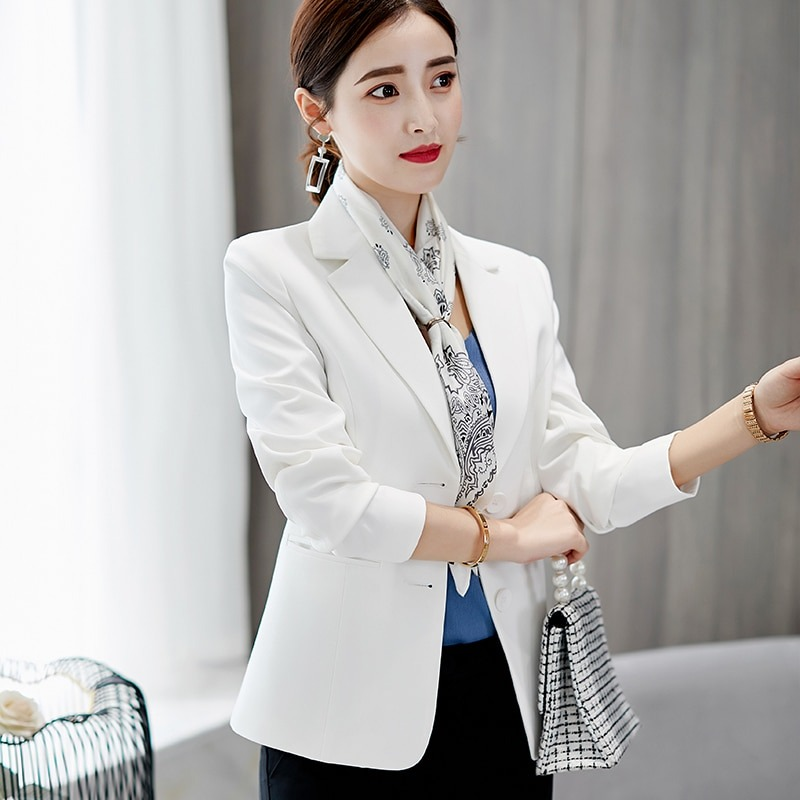 How to Fit a White Blazer For Women