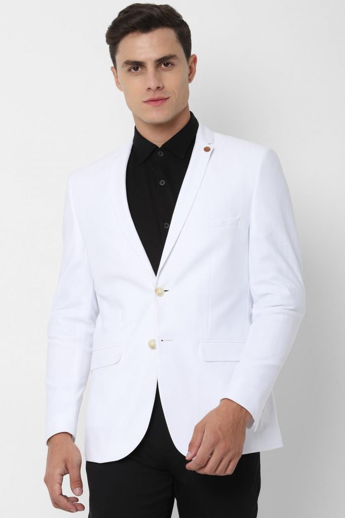 Wearing White Blazers With Black Pants